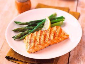 sal riera receta salmon a la sal con verduras a la parrilla